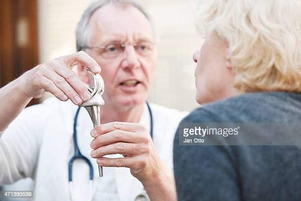 Ältere Medizin präsentieren insgesamt arthroplasty um weibliche Patienten Knie