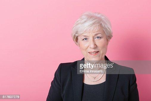 Mature elegant woman with platinum hair : Foto de stock