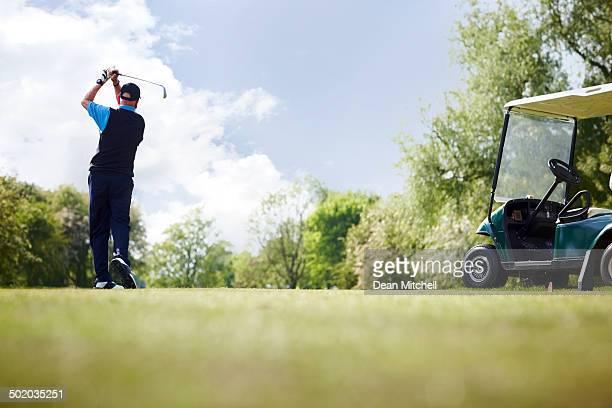 マチュアゴルフコースでのゴルフプレー