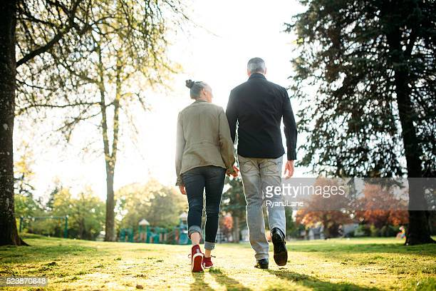 Amour Mature Couple marchant