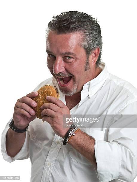 Homem maduro, tendo um hambúrguer