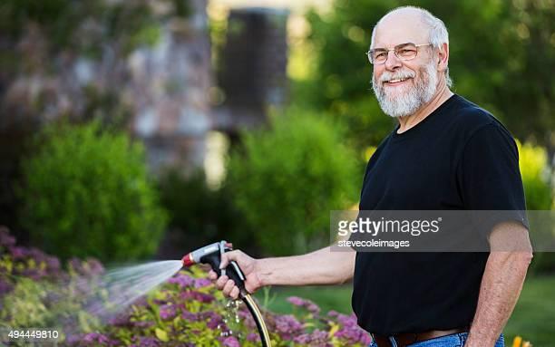 Homme d'âge mûr plantes alléchants