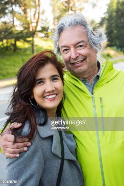 Älteres gemischte ethnische paar