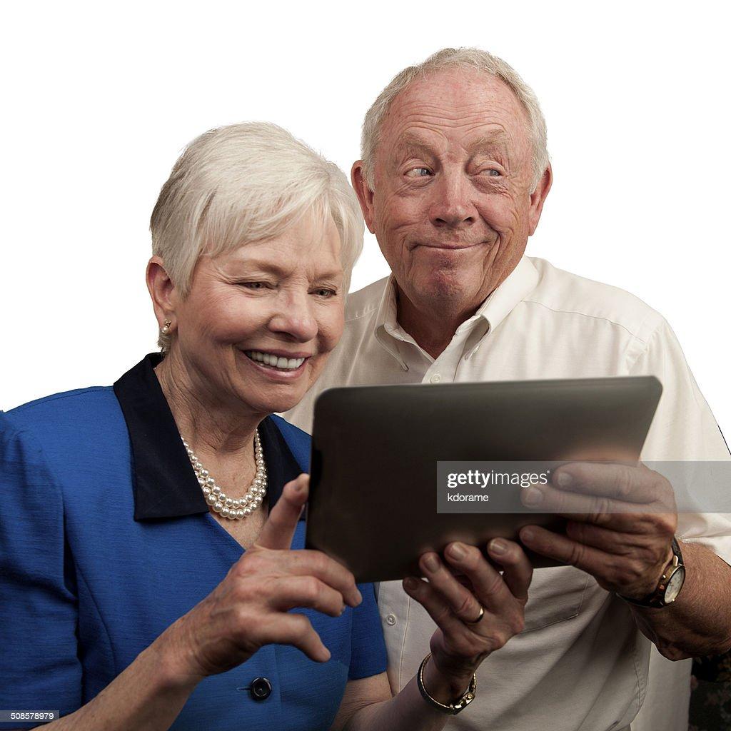 Ältere Menschen, die mit Computer Tablet : Stock-Foto