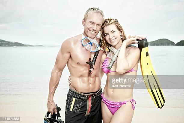 Älteres Paar im Urlaub Schnorcheln
