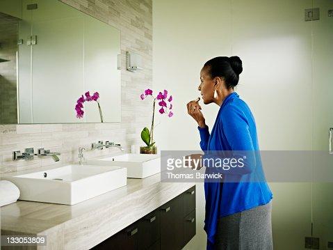 Donna trucco bagno foto e immagini stock getty images - Mature in bagno ...