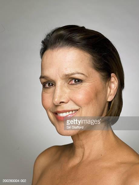 微笑む熟年女性、ポートレート