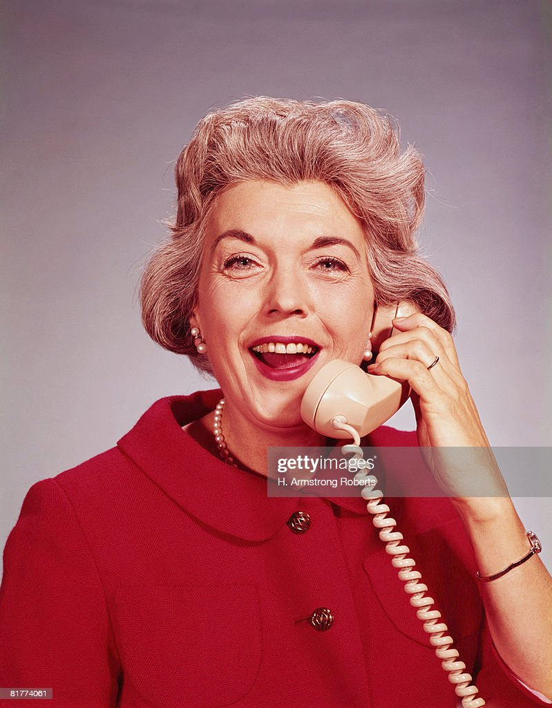 Mature woman talking on telephone. (Photo by H. Armstrong Roberts/Retrofile/Getty Images) : Stock Photo