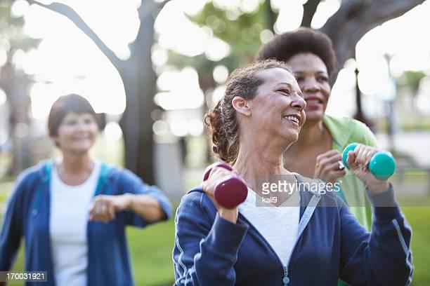 Ältere Frauen Training im Freien