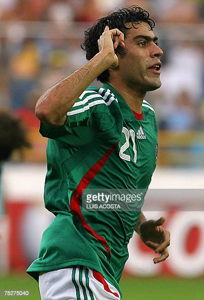 Mexico's Nery Castillo celebrates the third goal over Paraguay during their Copa America 2007 quarterfinals match 08 July 2007 in Maturin Venezuela...