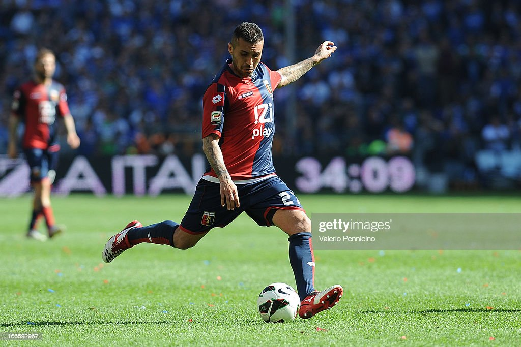 Matuzalem of Genoa CFC scores the equalising goal during the Serie A match between Genoa CFC and UC Sampdoria at Stadio Luigi Ferraris on April 14, 2013 in Genova, Italy.