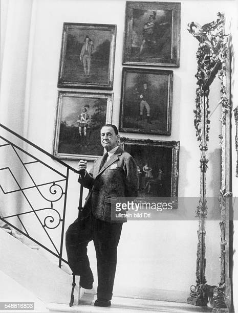 Maugham William Somerset Writer Physician GB *25 011874 Maugham his villa 'Mauresque' in Cap Ferret / South of France about 1950 Vintage property of...