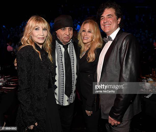 Maureen Van Zandt Steven Van Zandt Sandi Borchetta and Scott Borchetta attend the 31st Annual Rock And Roll Hall Of Fame Induction Ceremony at...