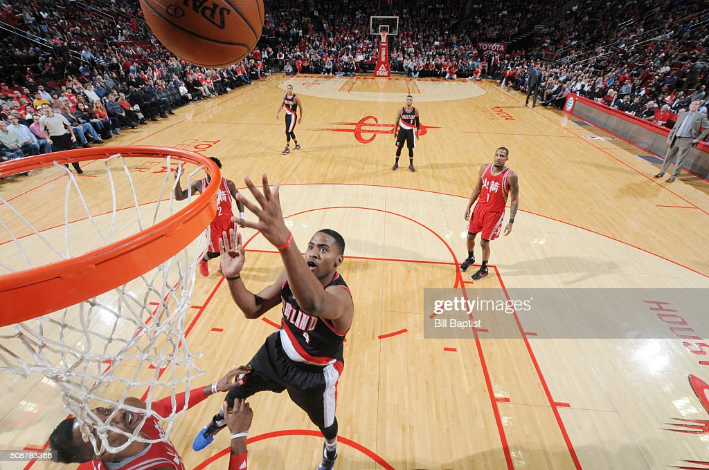 Maurice Harkless #4 of the Portland Trail Blazers shoots the ball against the Houston Rockets on February 6, 2016 at the Toyota Center in Houston, Texas.