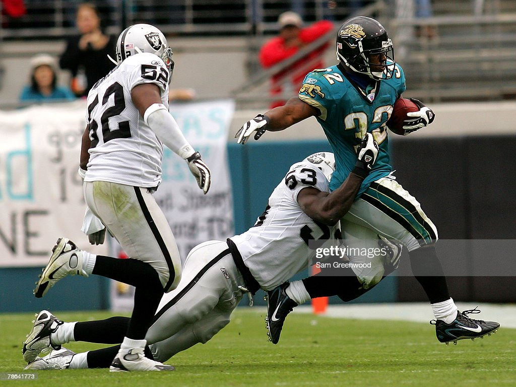 Maurice Jones-Drew 32 of the Jacksonville Jaguars breaks ... b50dd6eda