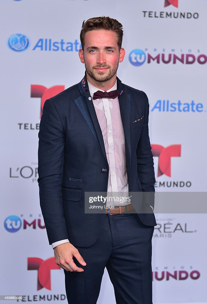 Mauricio Henao arrives at Telemundo's Premios Tu Mundo Awards 2014 at American Airlines Arena on August 21, 2014 in Miami, Florida.