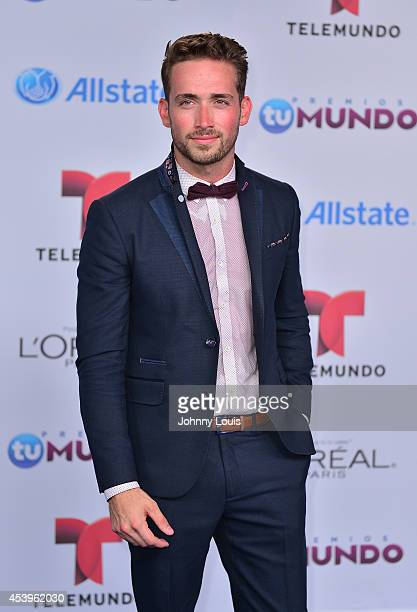Mauricio Henao arrives at Telemundo's Premios Tu Mundo Awards 2014 at American Airlines Arena on August 21 2014 in Miami Florida