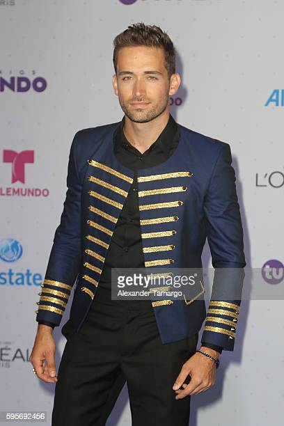 Mauricio Henao arrives at Telemundo's Premios Tu Mundo 'Your World' Awards at American Airlines Arena on August 25 2016 in Miami Florida
