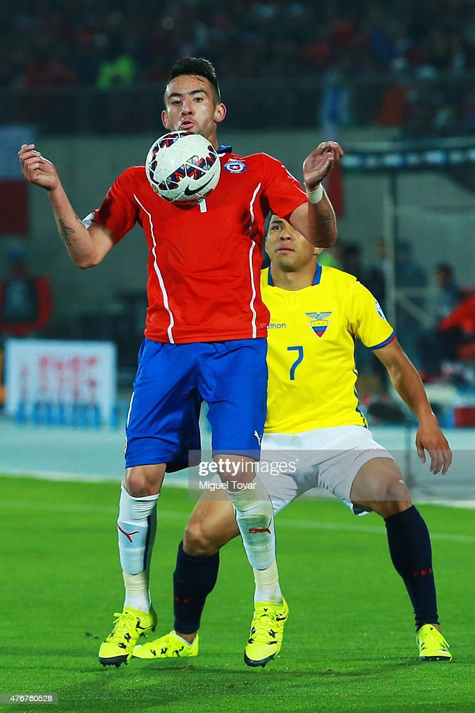 Mauricio Isla of Chile controls the ball as Jefferson Montero of Ecuador tries to stop him during the 2015 Copa America Chile Group A match between Chile and Ecuador at Nacional Stadium on June 11, 2015 in Santiago, Chile.