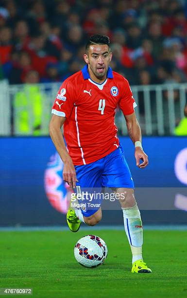 Mauricio Isla of Chile drives the ball during the 2015 Copa America Chile Group A match between Chile and Ecuador at Nacional Stadium on June 11 2015...