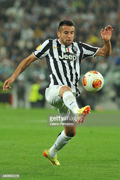 Mauricio Isla of Juventus controls the ball durig the UEFA Europa League quarter final match between Juventus and Olympique Lyonnais at Juventus...