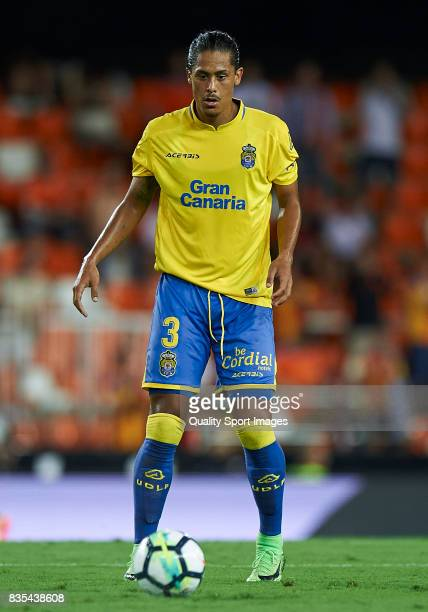 Mauricio Lemos of Las Palmas in action during the La Liga match between Valencia and Las Palmas at Estadio Mestalla on August 18 2017 in Valencia