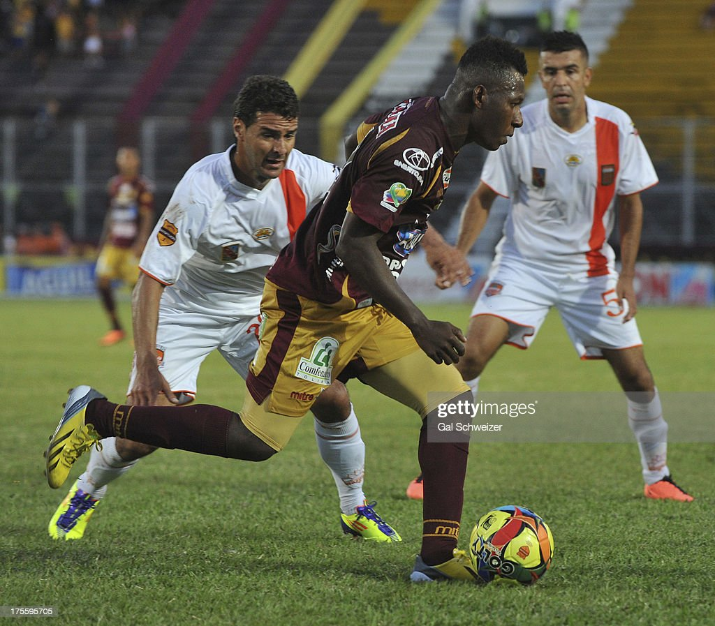 Mauricio Mendoza of Deportes Tolima fights for the ball with Juan Quintero and Andres Orozco of Envigado during a match between Deportes Tolima and...