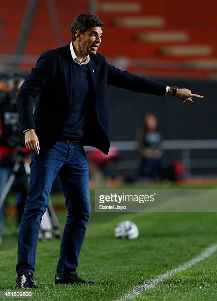 Mauricio Pellegrino coach of Estudiantes gives instructions to his players during a match between Estudiantes and Belgrano as part of sixth round of...