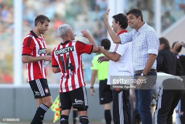 Mauricio Pellegrino coach of Estudiantes gives instructions to his players during a match between Belgrano and Estudiantes as part of sixth round of...