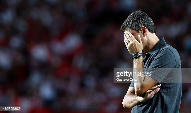 Mauricio Pellegrino head coach of Estudiantes reacts during a match between Estudiantes and San Lorenzo as part of fourth round of Torneo Primera...