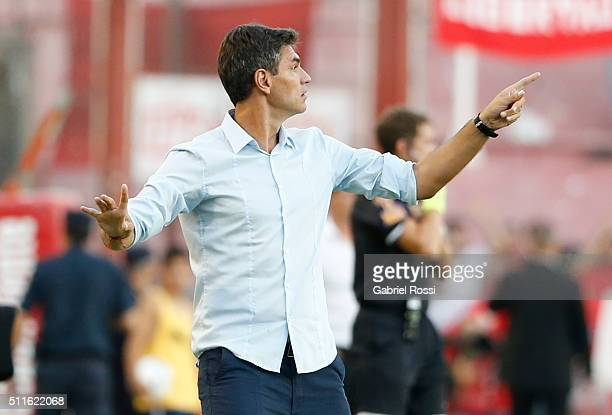 Mauricio Pellegrino head coach of Independiente gives instructions to his players during the 4th round match between Independiente and Racing Club as...