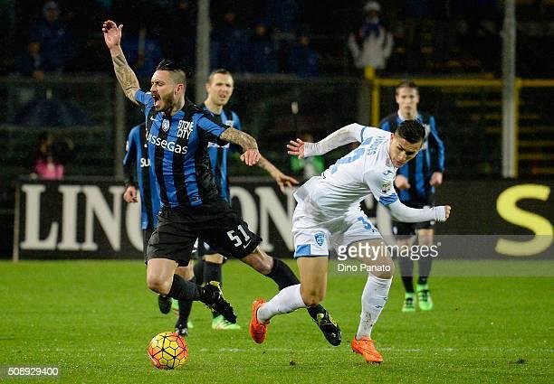 Mauricio Pinilia of Atalanta BC competes with Leandro Paredes of Empoli FC during the Serie A match between Atalanta BC and Empoli FC at Stadio...