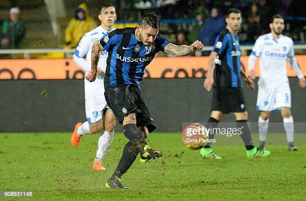 Mauricio Pinilia of Atalanta BC takes a shot during the Serie A match between Atalanta BC and Empoli FC at Stadio Atleti Azzurri d'Italia on February...