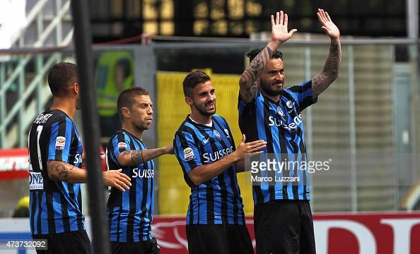 Mauricio Pinilla of Atalanta BC celebrates with his teammates after scoring the opening goal during the Serie A match between Atalanta BC and Genoa...