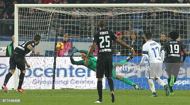 Mauricio Pinilla of Atalanta BC scores his goal from the penalty spot during the Serie A match between Atalanta BC and FC Internazionale at Stadio...