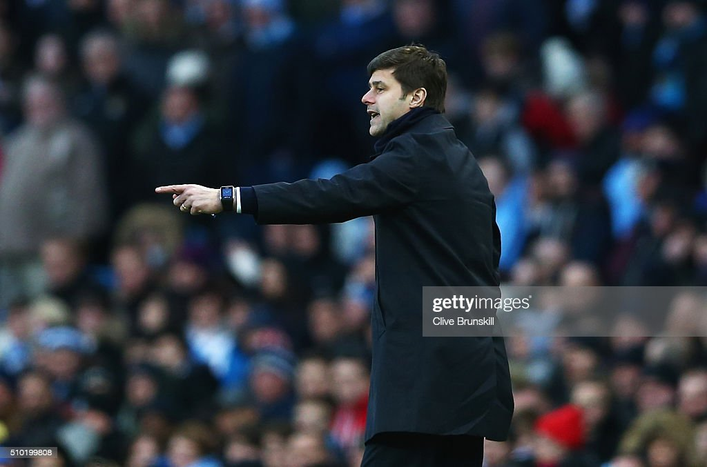 <a gi-track='captionPersonalityLinkClicked' href=/galleries/search?phrase=Mauricio+Pochettino&family=editorial&specificpeople=234444 ng-click='$event.stopPropagation()'>Mauricio Pochettino</a>, Manager of Tottenham Hotspur gives instructions during the Barclays Premier League match between Manchester City and Tottenham Hotspur at Etihad Stadium on February 14, 2016 in Manchester, England.