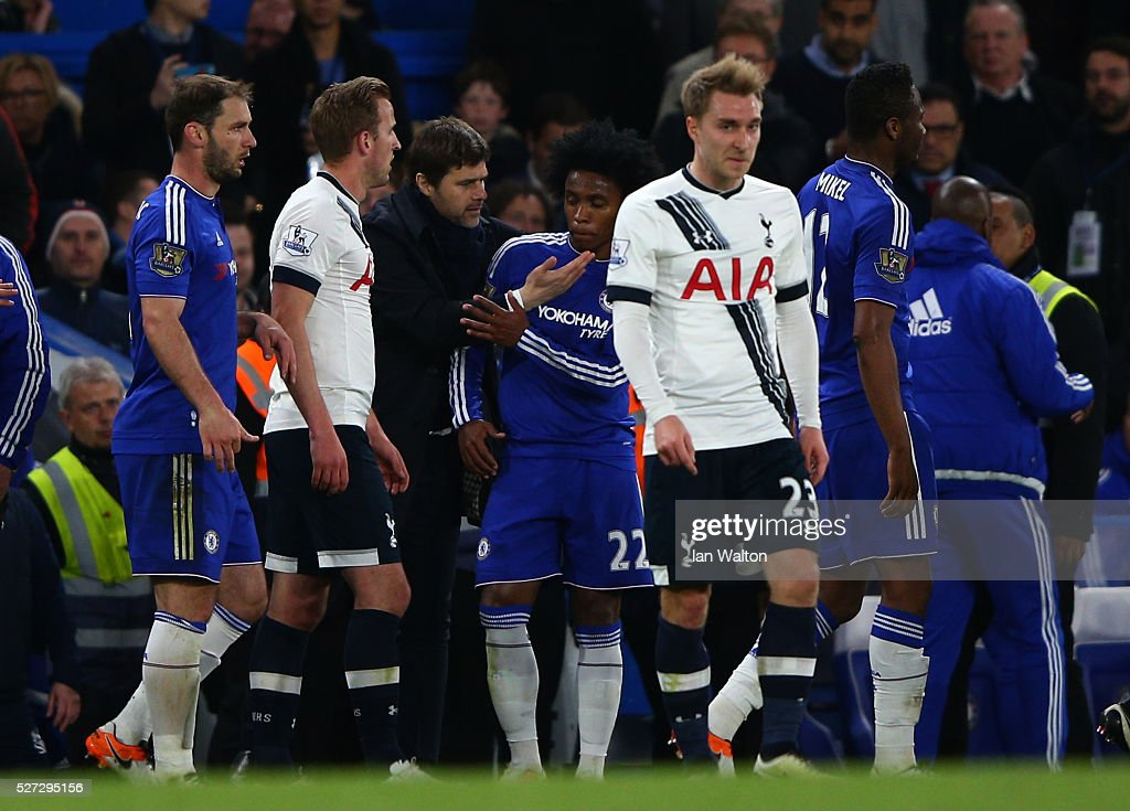 Mauricio Pochettino the manager of Tottenham Hotspur remonstrates with Willian of Chelsea after a scuffle breaks out during the Barclays Premier League match between Chelsea and Tottenham Hotspur at Stamford Bridge on May 02, 2016 in London, England.