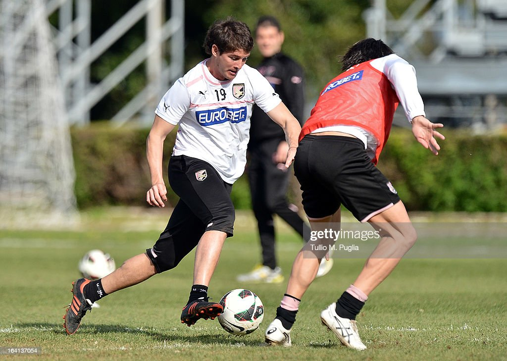 Mauricio Sperduti in action during a Palermo training session at Tenente Carmelo Onorato Sports Center on March 20, 2013 in Palermo, Italy.