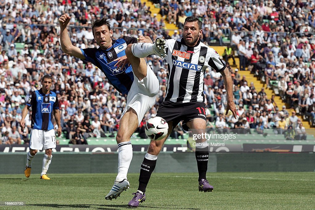 <a gi-track='captionPersonalityLinkClicked' href=/galleries/search?phrase=Maurizio+Domizzi&family=editorial&specificpeople=790985 ng-click='$event.stopPropagation()'>Maurizio Domizzi</a> of Udinese Calcio fights for the ball with Daniele Capelli of Atalanta BC during the Serie A match between Udinese Calcio and Atalanta BC at Stadio Friuli on May 12, 2013 in Udine, Italy.