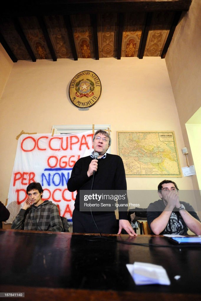 Maurizio Landini (C) leader of Italian trade union FIOM / CGIL meets the students of the Marco Minghetti, senior high school specialized in classical studies on December 4, 2012 in Bologna, Italy. Students have occupied their school in a protest against Italian governments schools policy.