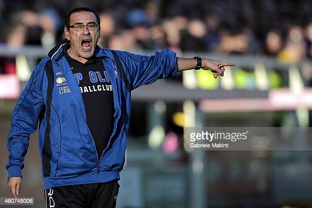 Maurizio Sarri manager of Empoli FC shouts instructions to his players during the Serie A match betweeen ACF Fiorentina and Empoli FC at Stadio...