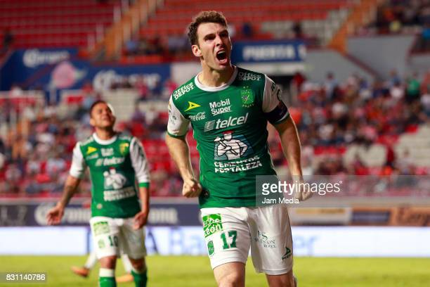 Mauro Boselli of Leon celebrates after scoring the third goal of his team during the 4th round match between Necaxa and Leon as part of the Torneo...