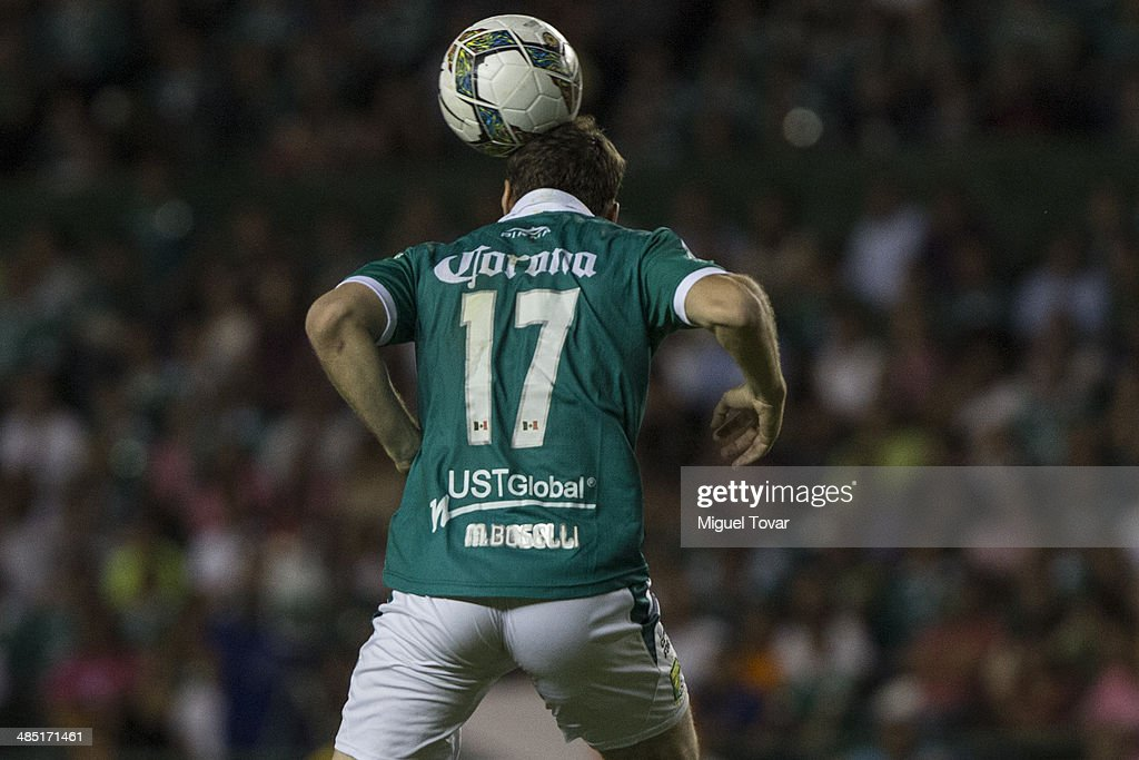<a gi-track='captionPersonalityLinkClicked' href=/galleries/search?phrase=Mauro+Boselli&family=editorial&specificpeople=2954343 ng-click='$event.stopPropagation()'>Mauro Boselli</a> of Leon jumps to heads the ball during a second round match between Leon and Bolivar as part of the Copa Bridgestone Libertadores 2014 at Leon Stadium on April 16, 2014 in Leon, Mexico.