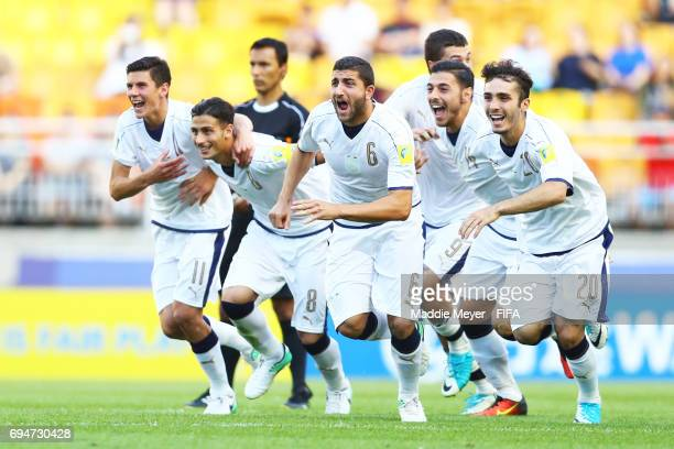 Mauro Coppolaro Alfredo Bifulco and Giuseppe Pezzella of Italy celebrate with teammates after defeating Uruguay in penalty kicks during the FIFA U20...