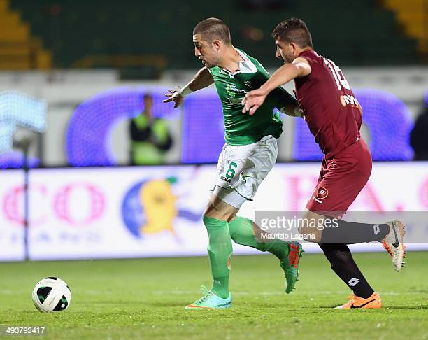 Mauro Coppolaro of Reggina competes for the ball with Andrey Galabinov of Avellino during the Serie B match between US Avellino and Reggina Calcio at...