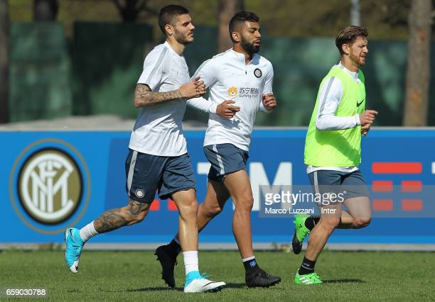 Mauro Emanuel Icardi Gabriel Barbosa Gabigol and Cristian Ansaldi of FC Internazionale run during the FC Internazionale training session at the...