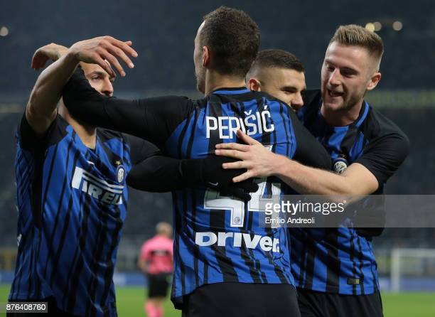 Mauro Emanuel Icardi of FC Internazionale Milano celebrates with his teammates after scoring the opening goal during the Serie A match between FC...