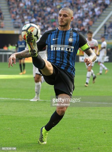Mauro Emanuel Icardi of FC Internazionale Milano controls the ball during the Serie A match between FC Internazionale and Genoa CFC at Stadio...