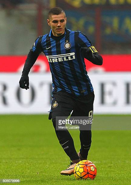 Mauro Emanuel Icardi of FC Internazionale Milano in action during the Serie A match between FC Internazionale Milano and US Sassuolo Calcio at Stadio...