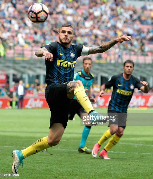 Mauro Emanuel Icardi of FC Internazionale Milano looks a ball during the Serie A match between FC Internazionale and US Sassuolo at Stadio Giuseppe...